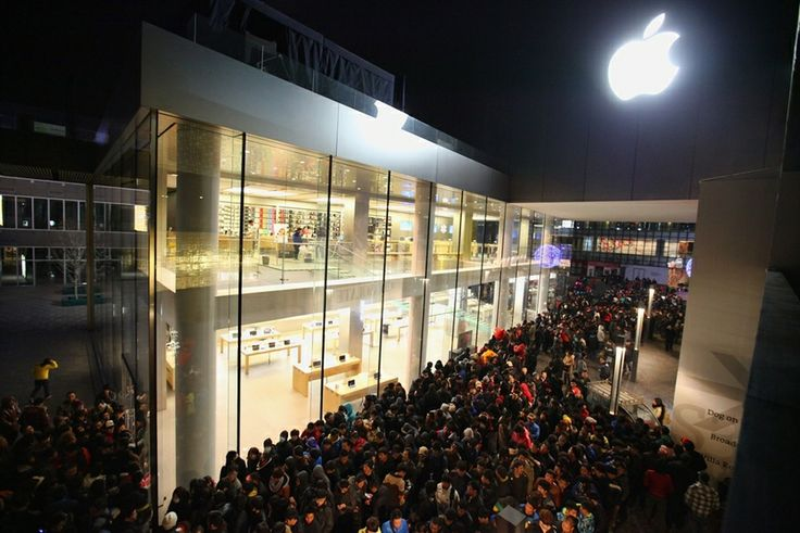 Fans queue for hours to get their hands on latest Apple device (iPhone 4s launch, 2012)