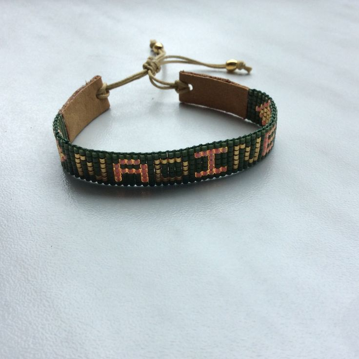 Miyuki delica bracelet de nom! par Waschje sur Etsy https://www.etsy.com/fr/listing/455894586/miyuki-delica-bracelet-de-nom