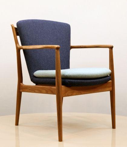 北欧家具に興味のある読者なら、その名を聞いたことがあることでしょう。デンマーク生まれの偉大な建築家、デザイナー、Finn Juhl(フィン・ユール)。 1912年生まれ、1989年に他界。来年2012