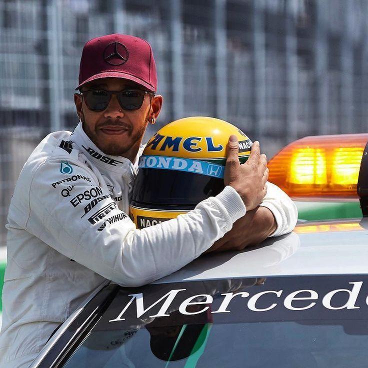 Muito mais que velocidade! Ao fazer sua 65a pole @LewisHamilton ganhou um presente incrível: um capacete de Ayrton Senna! Foi oferecido pela família do piloto para Hamilton fã declarado de Senna e que nesse GP do Canadá alcançou a mesma marca de pole positions do brasileiro!   Grid de Largada  1: Lewis Hamilton (ING/Mercedes): 1min11seg459 2: Sebastian Vettel (ALE/Ferrari): 1min11seg789 3: Valtteri Bottas (FIN/Mercedes): 1min12seg177 4: Kimi Raikkonen (FIN/Ferrari): 1min12seg252 5: Max…