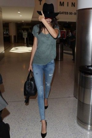 Kendall Jenner wearing Givenchy Lucrezia Bag, Victoria Beckham Aviator Sunglasses and RTA Icon Skinny Jeans in Blue Mist