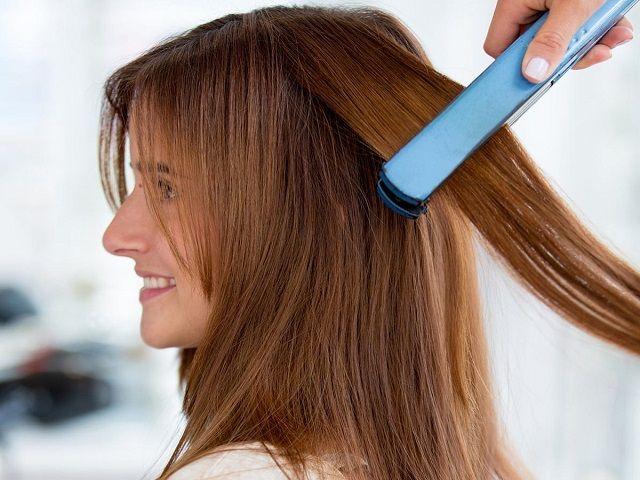 Выпрямление длинных волос утюжком