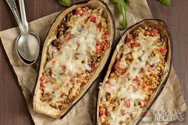 Berinjela recheada com carne moída e mussarela. | 15 receitas com carne moída que merecem virar notícia