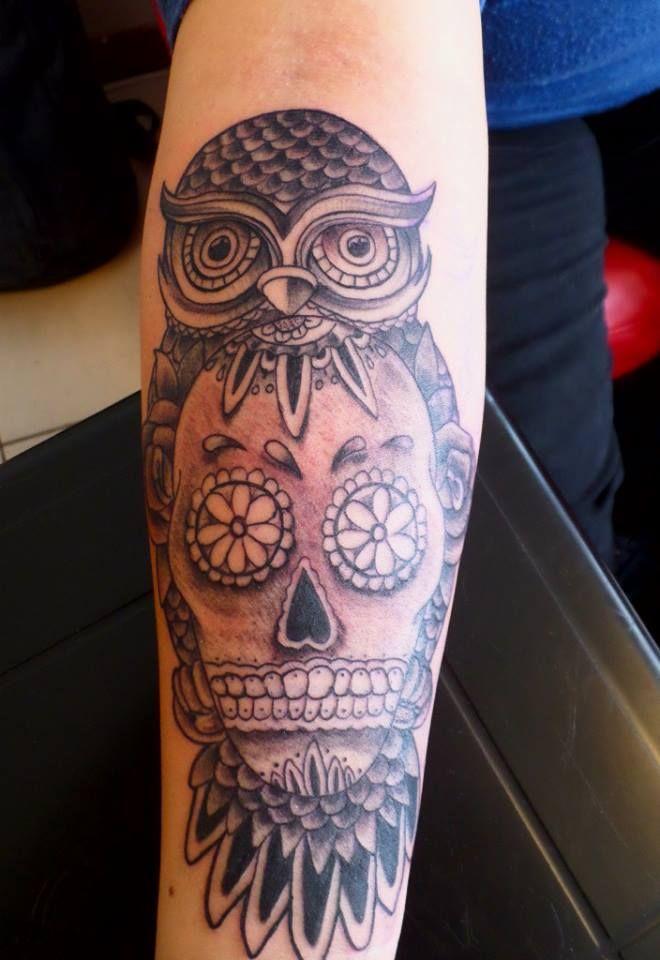 Búho y calavera, black & grey tattoo, owl and skull