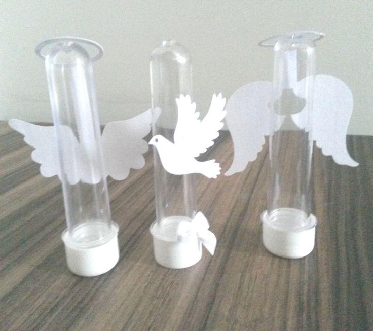 Tubete Anjo ideal para decoração de batizados , personalizado com recorte asa do anjo com papel 180 gramas. <br> <br>Consulte-nos sobre a disponibilidade de cores. <br> <br>Carinho personalizado para sua comemoração.