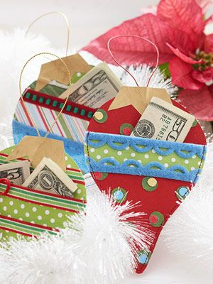 These cute paper Christmas ornaments feature pockets to hold gift-cards or money.