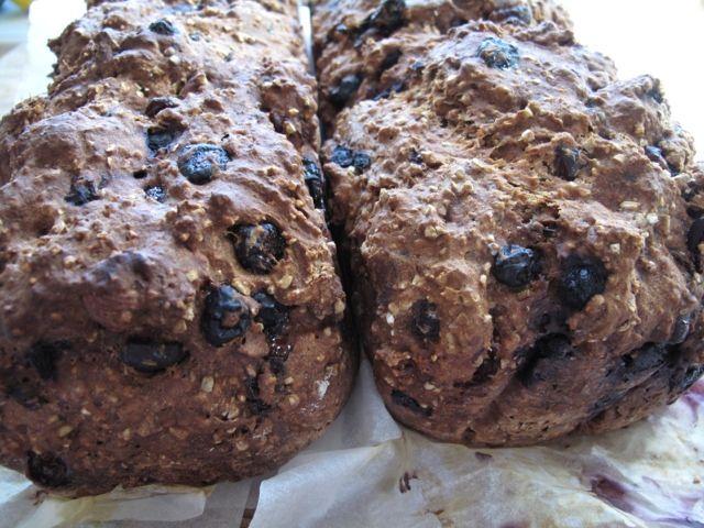 Annikas Bakery House: Grymt gott grovt bröd med blåbär och tranbär!