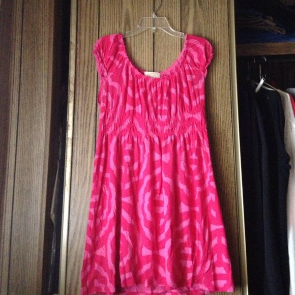 Michael Kors Pink Dress/Tunic This is a pink Michael Kors dress/tunic. It is super comfortable and very fashionable. This goes great with a pair of leggings and some flats. This has only been used once and is in great condition! Michael Kors Dresses
