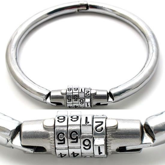 Combination lock collar.  1.2cm heavy steel. In two sizes: female: inner diameter 12cm (up to 37cm neck size) male: inner diameter 16cm (up to 50cm neck size)  €44.95