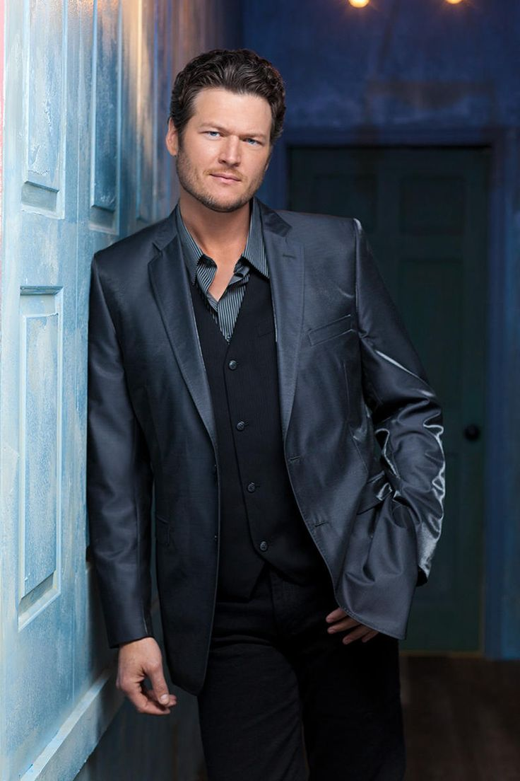 Blake Shelton in Blue.... such a great country artist!!