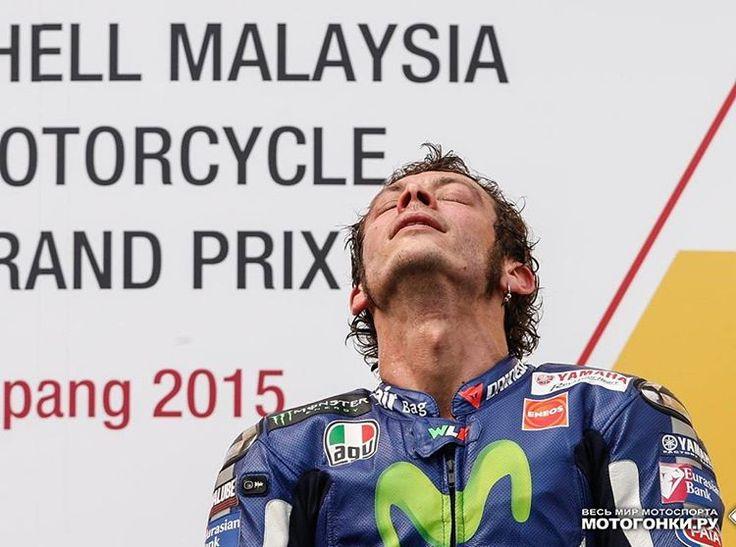 Самое говорящее фото прошлого сезона #MotoGP - Когда третье место означает полный провал миссии... всего... #VR46 #SepangClash 2015