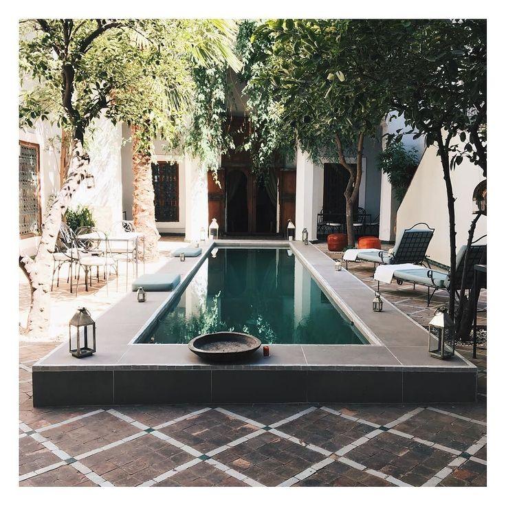 Bureau du jour parfaitement adapté aux 43  degrés!  #officeoftheday #marrakech #riad #weddingplanner #lovemarrakech #weddingplannermarrakech