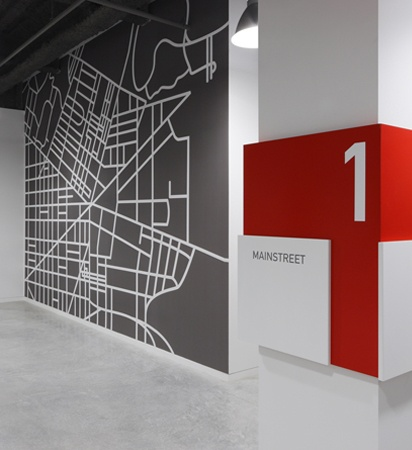Signalétique au graphisme suisse   On the Boards // Hickok Cole Architects.