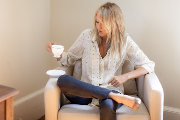 E.F.Teas Time, Polka Dots, Casual Outfit, Casual Style, White Shirts, Coffe Breaking, Mornings Coffe, Afternoon Teas, Laid Back Outfit