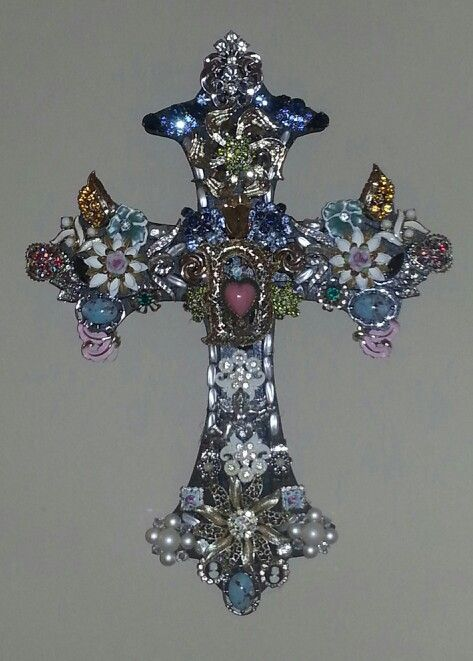 A wooden cross with Grandma's old jewelry on it.  No better way to remember …   – Costume Jewelry   Costume Jewellery