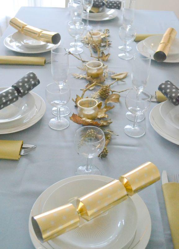 Zoom sur la table de fêtes réalisée par Styl'iz avec un #DIY #Centre de #table : #assiettes #nappe #crakers #babou