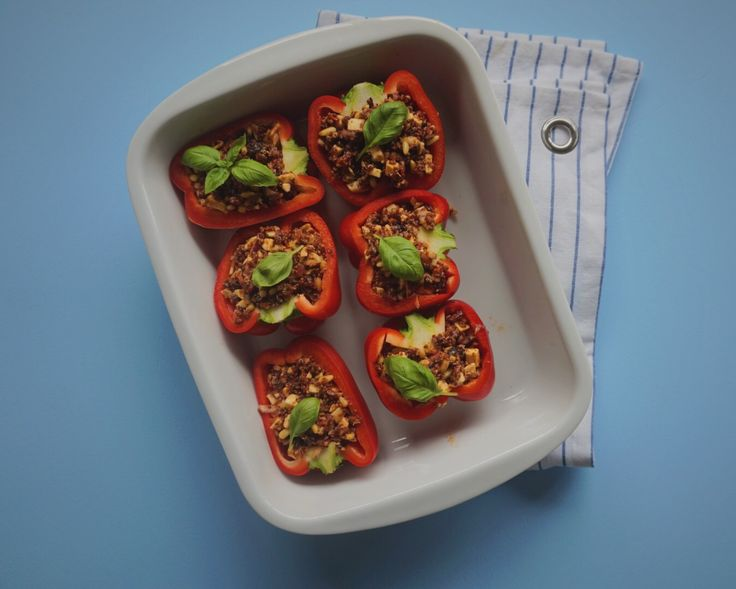 KØDFRI MANDAG: Fyldte peberfrugter med quinoa & grillost | Vanlose Blues