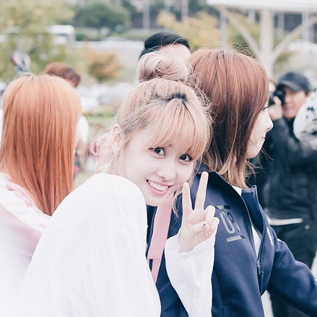 - #Momo ; For twice is Momo and Dahyun. I really had a hard time choosing who I should post first and ended up choosing Momo. Momo loves to eat just like me and is very pretty too especially when she ties bun! And her smile is genuinely angel-like Give your love and support to Twice! - #kpop#twice#hiraimomo#once cr:owner