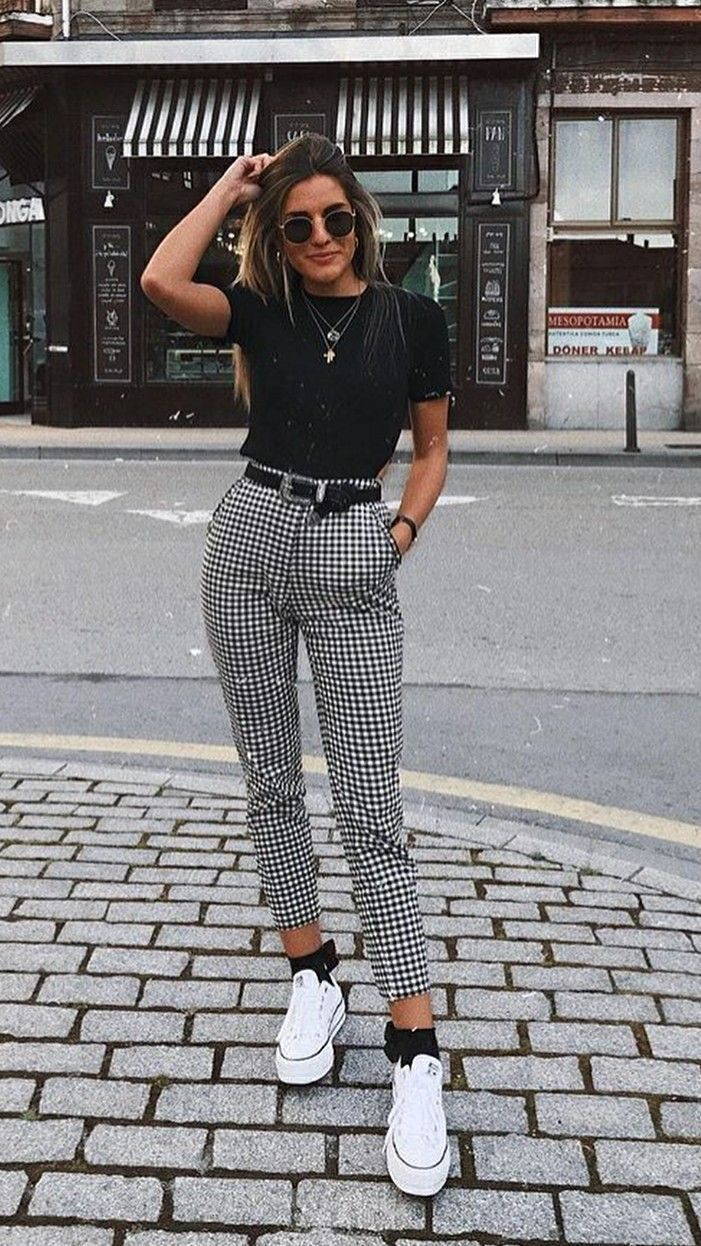 Pantalon à carreaux / pantalon skinny / all star blanc / look de jour / style d…
