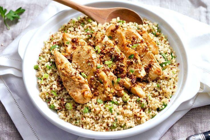 This garlic lime chicken tenders and quinoa is a whole and satisfying meal, perfect for a dinner for two. Beside chicken and quinoa, all you need for this recipe is a good mix of spices and a handf…