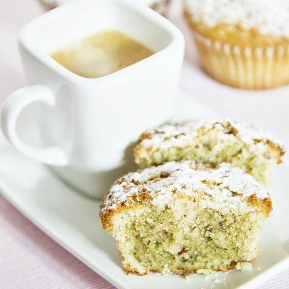 """UnBiscottoAlGiorno.com: """"L'ultimo libro che ho preso è quello di Francesca Natali """"Il gusto del tè"""" e sono rimasta affascinata dalla ricetta di questi magnifici tortini al cioccolato bianco e tè Matcha."""" #ilgustodelte"""