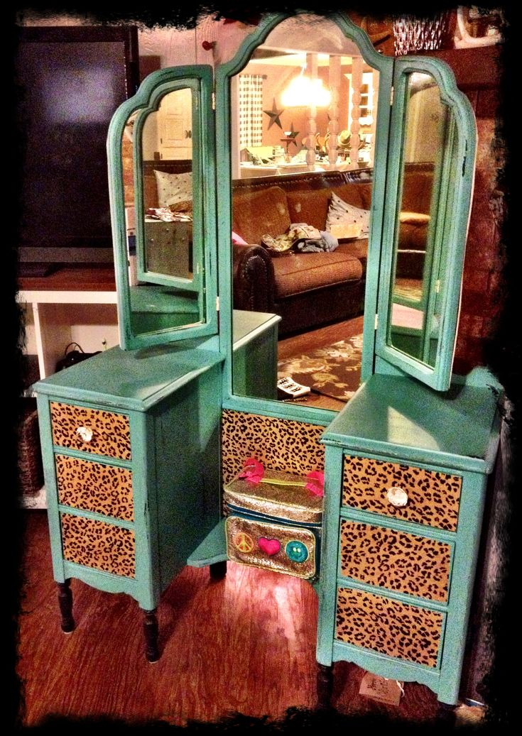 DIY Vanity---Turquoise & Leopard omg....gotta make one!!!!! My two favorite things...turquoise and leopard print!!! I have a vintage vanity I'm about to redo, and this is perfect!!  :-)