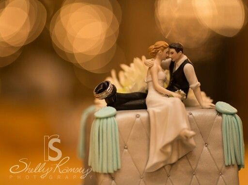 The Look Of Love Bride And Groom Couple Figurine Cake TopperRomantic Wedding