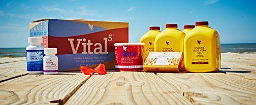 Forever Vital5 Box (artnr 6030) Vital5 biedt de 5 sleutel producten die samen de basis vormen voor een vitaal leven. Wanneer deze 5 kernproducten gecombineerd worden, zorgen zij voor een krachtige Voedingssnelweg, het fundament voor ieder op maat gemaakt voedingsprogramma. Vital5 Box bevat: 4 Forever Aloe Vera Gel 1 Forever Daily 1 Forever Active Probiotic 1 Forever Arctic Sea 1 ARGI+ Plus: Een Argi+ schepje Productinformatie - Vital5 Newspaper Vital5 Ansichtkaarten per 5 verpakt