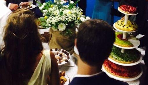 Torte nuziali per matrimonio: non solo torte scenografiche, ma tradizionali crostate su più piani.