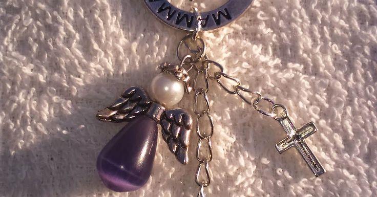 Har hunnit med och gjort några halsband, så himla kul, jag tycker själv det är finare o roligare o få ett personligt smycke som de inte finn...