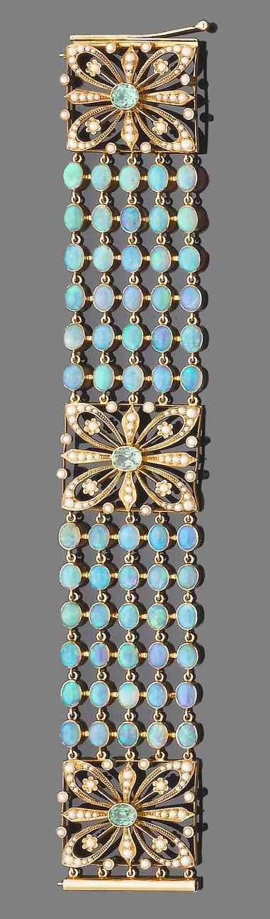 Opal and gold collier de chien.