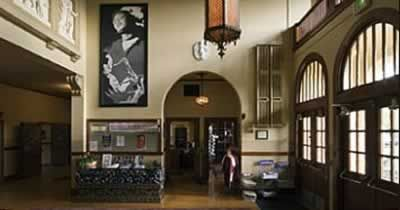 McMenemins Kennedy School Hotel (USA): back to school