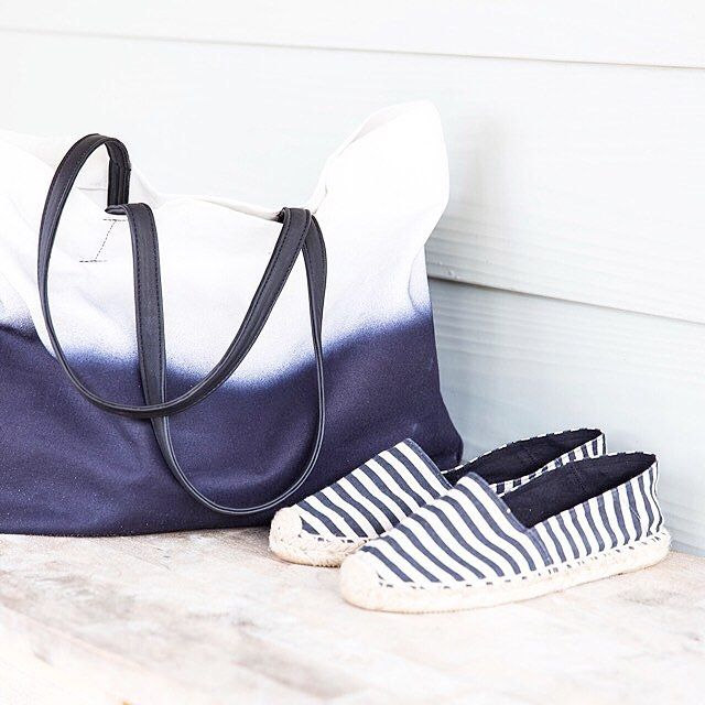 Beach bag and shoes at the ready! Bag: 350006747 Shoes: 350013430