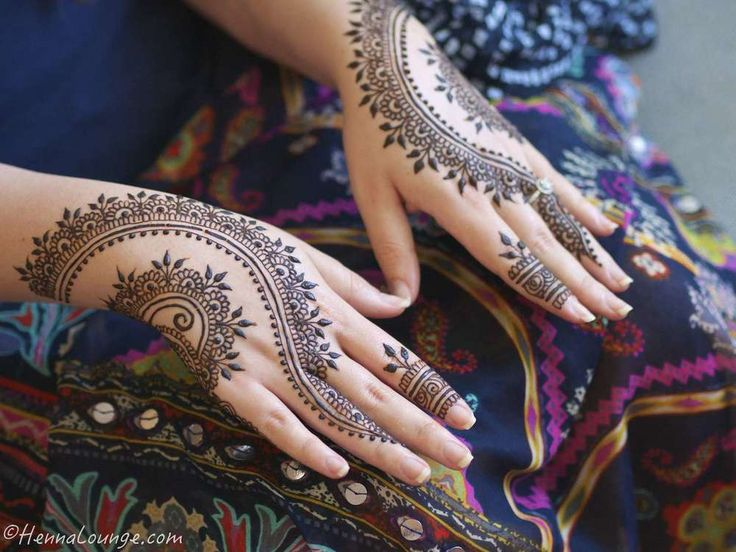 Henna for Eid by http://www.hennalounge.com which was inspired by Divya Patel's design at https://www.facebook.com/DivyasHennaArt #henna #eid #ramadan #mehndi #hennapro #hennadesigns