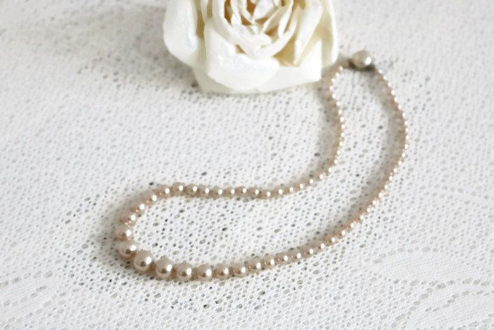 Vintage glass Pearl choker necklace, Early to Mid century Modest, ladies classic off white graduated glass pearls, bridal, something old by ShimmerTreeVintage on Etsy