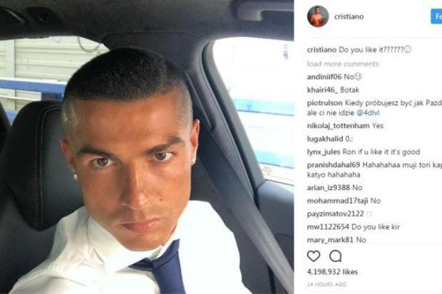 Peminat tak suka gaya rambut terbaru Cristiano Ronaldo   SEHARI selepas membantu Real Madrid menjulang trofi Liga Juara-Juara awal pagi Ahad Cristiano Ronaldo tampil dengan gaya rambut baharu.  Peminat tak suka gaya rambut terbaru Cristiano Ronaldo  Malah bekas pemain Manchester United itu turut berkongsi imej baharunya itu di laman Instagram.  Anda sukakannya? tanya Ronaldo kepada kira-kira 103 juta pengikutnya.  Ronaldo muncul wira Real selepas menjaringkan dua gol ketika pasukan itu…