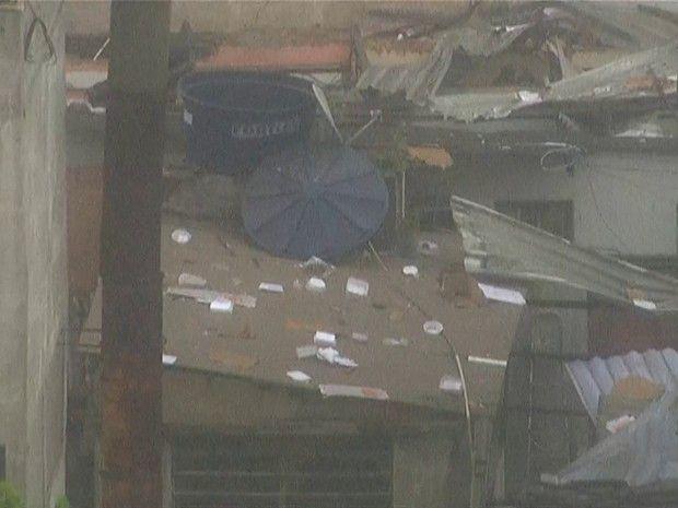 Uma explosão de grandes proporções em um prédio de dois andares, na Rua São Luiz Gonzaga, esquina da Rua do Exército, em São Cristóvão, perto do Largo da Cancela, na Zona Norte, atingiu um restaurante, uma pizzaria, uma farmácia e 11 quitinetes que funcionavam em uma vila no fundo do prédio. Após a explosão, o…