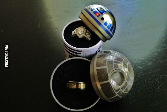 Caja para los anillos de boda de Star Wars! - Star Wars ring boxes for wedding.  #Regalos #Frikis #Geek #Gifts