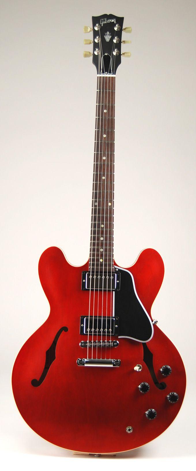 Gibson classic ES-335 F-Hole Guitar