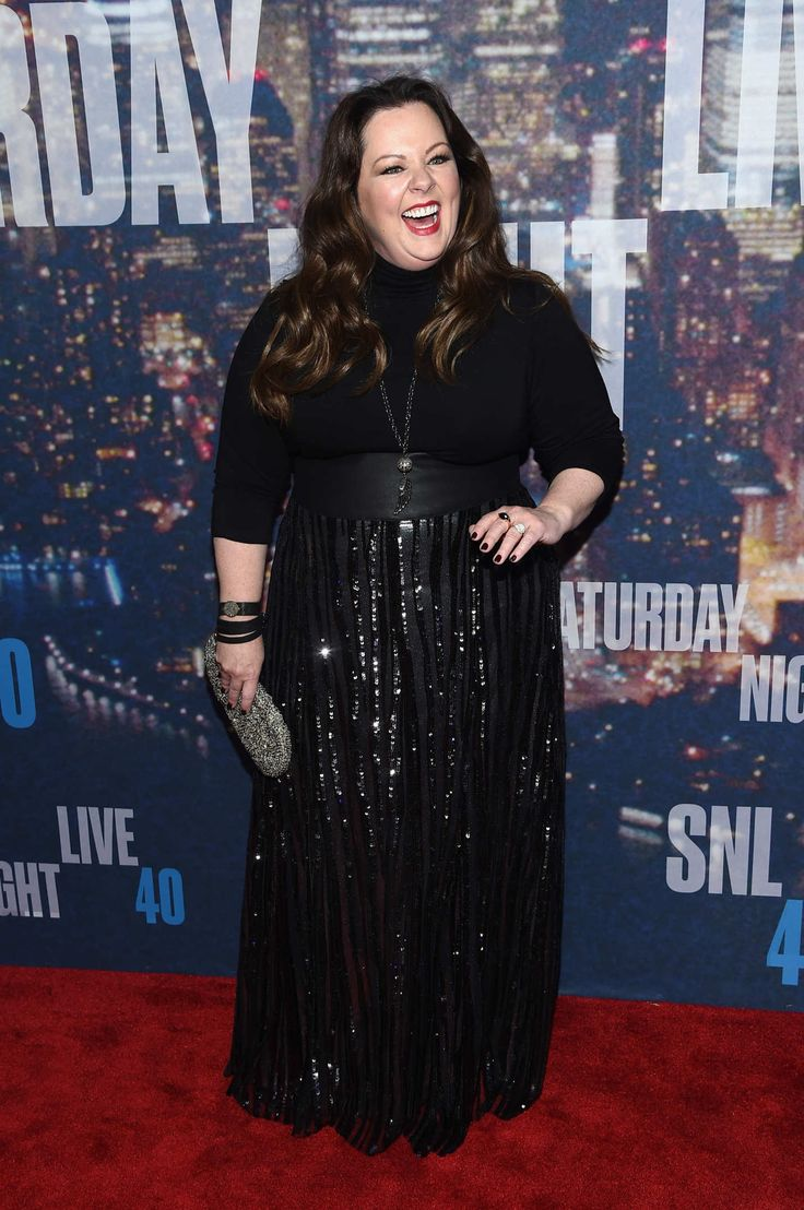 Melissa McCarthy looks so cute! ~Hadas Melissa does look extremely happy and cute. Everyone really seems to be enjoying themselves in these pictures which makes the outfits look better I think. ~Lindsey Melissa McCarthy looks amazing. ~Rosa SNL40 Red Carpet, Saturday Night Live's 40th Anniversary