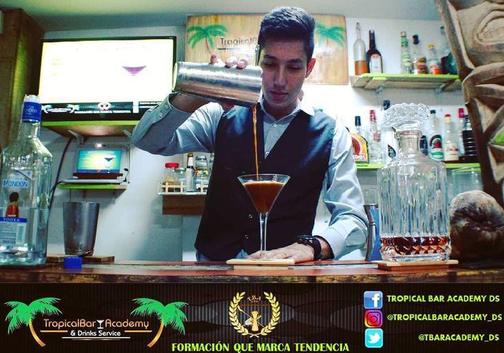 Curso Bartender  Excelente experiencia con @tropicalbaracademy_ds     #bartender #bar #barman #tropicalbaracademy_ds #espresomartini #coctel #coktail #l4l #like4like #likeforfollow #igcaracas #excelente #experiencia