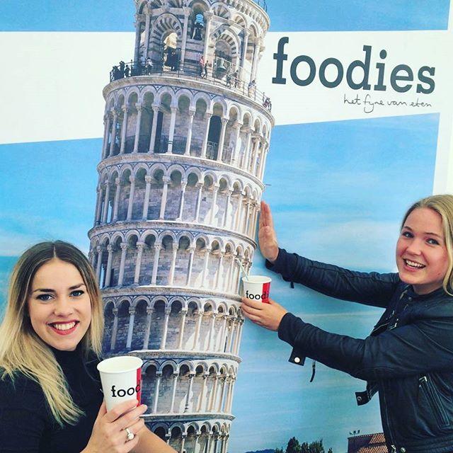 We staan vandaag weer op het Italië event bij Kasteel de Haar!  Maak een selfie bij de Toren van Pisa met je Foodies ijskoffie, deel 'm op social media en maak kans op mooie prijzen!  #foodiesgoesitaly #foodiesmagazine #italie #pisa #holiday #icecoffee #iamfoodies #foodevent #Italieevenement