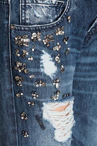 TWIN-SET Simona Barbieri :: AI14 :: Jeans Collection :: Jeans Trattamento Destroy Con Applicazioni Strass E Baguettes, Strappi E Rammendi, Rivetto A Cuore Su Tasca Destra Posteriore (modello Catherine: Vestibilità Short Regular) :: J2A40Z