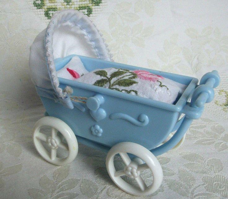 Puppenstuben Kinderwagen + Matratze Bettwäsche + Ausfahr/Krabbeldecke 10x5x5,5cm