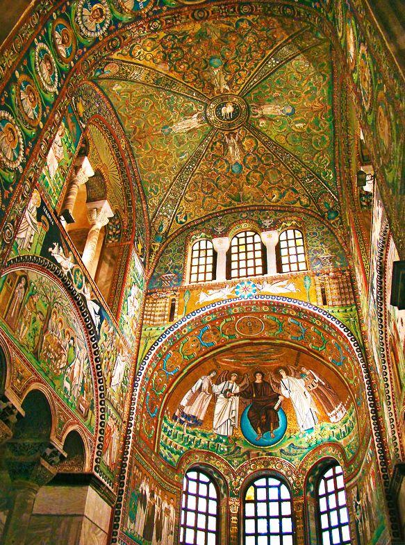 SAN VITAL. Interior. Rávenna, Italia