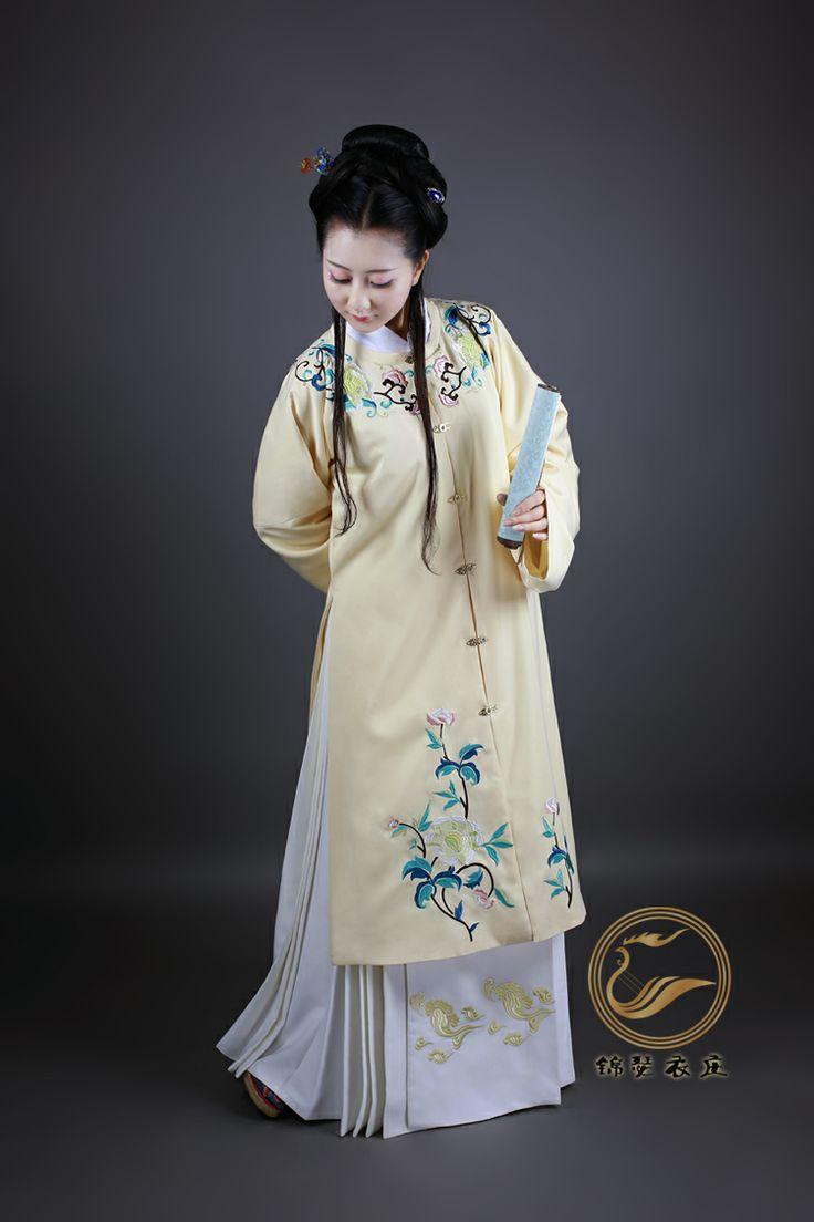 "Chinese Ming Dynasty dress recreation (""Twelve Beauties"