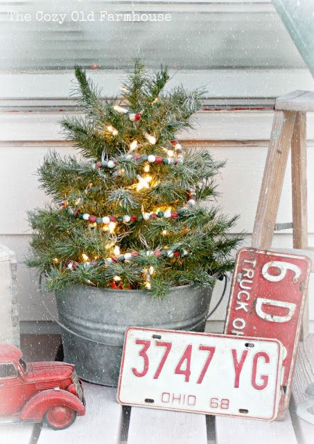 """The Cozy Old """"Farmhouse"""": A """"Junky"""" Christmas Porch Most definetly putting one of these on my front porch this year"""