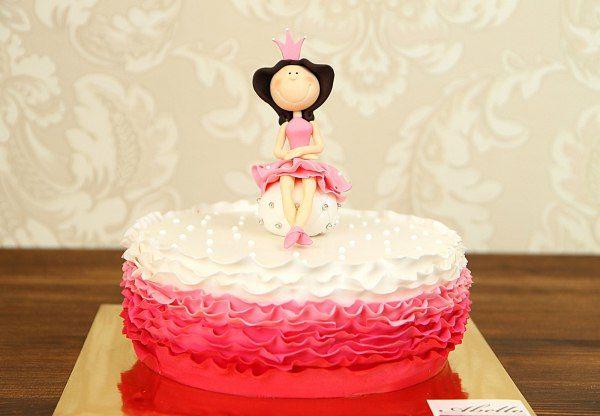 """Детский торт """"Принцесса на горошине""""  Каждая девушка мечтает быть принцессой с раннего детства, мечтает о счастье и принце! Тортик #Принцессанагорошине  напомнит прекрасному полу, не важно какой возрастной категории, что всё же сказка может воплотиться в жизнь!  С удовольствием изготовим #тортПринцессаНаГорошине к вашему празднику от 2-х кг и всего 2150₽/кг.  Стоимость изготовления #ФигуркиНаТорт принцессы всего 500₽. Все #ФигуркиИзМастики изготавливаются нашими профессиональными…"""