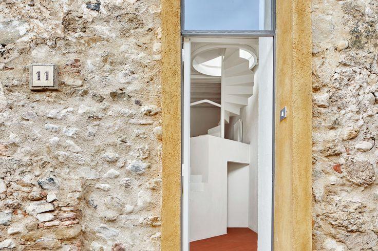 25 beste idee n over trappenhuis ontwerp op pinterest trap ontwerp trappen en drijvende trap - Vervoeren van een trappenhuis ...