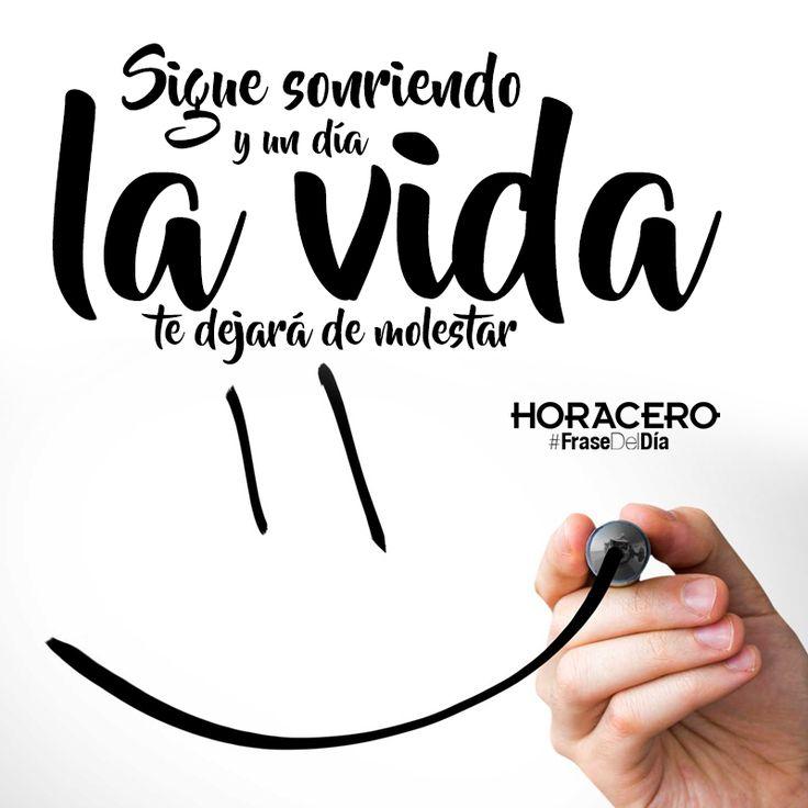Sigue Sonriendo y un día la vida te dejará de molestar #Frases #FraseDelDía #Citas